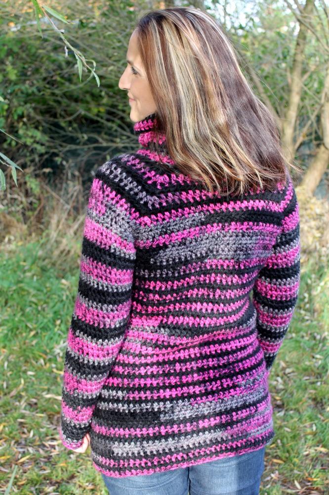 Delší hřejivé svetry mám ráda a poprvé jsem si zkusila jeden kousek sama  uháčkovat. Tentokrát jsem v průběhu háčkování práci nefotila 7088bd7fd5